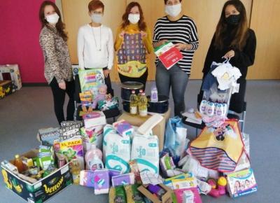 Tesco Chrudim připravilo Azylovému domu zásilku plnou dárků